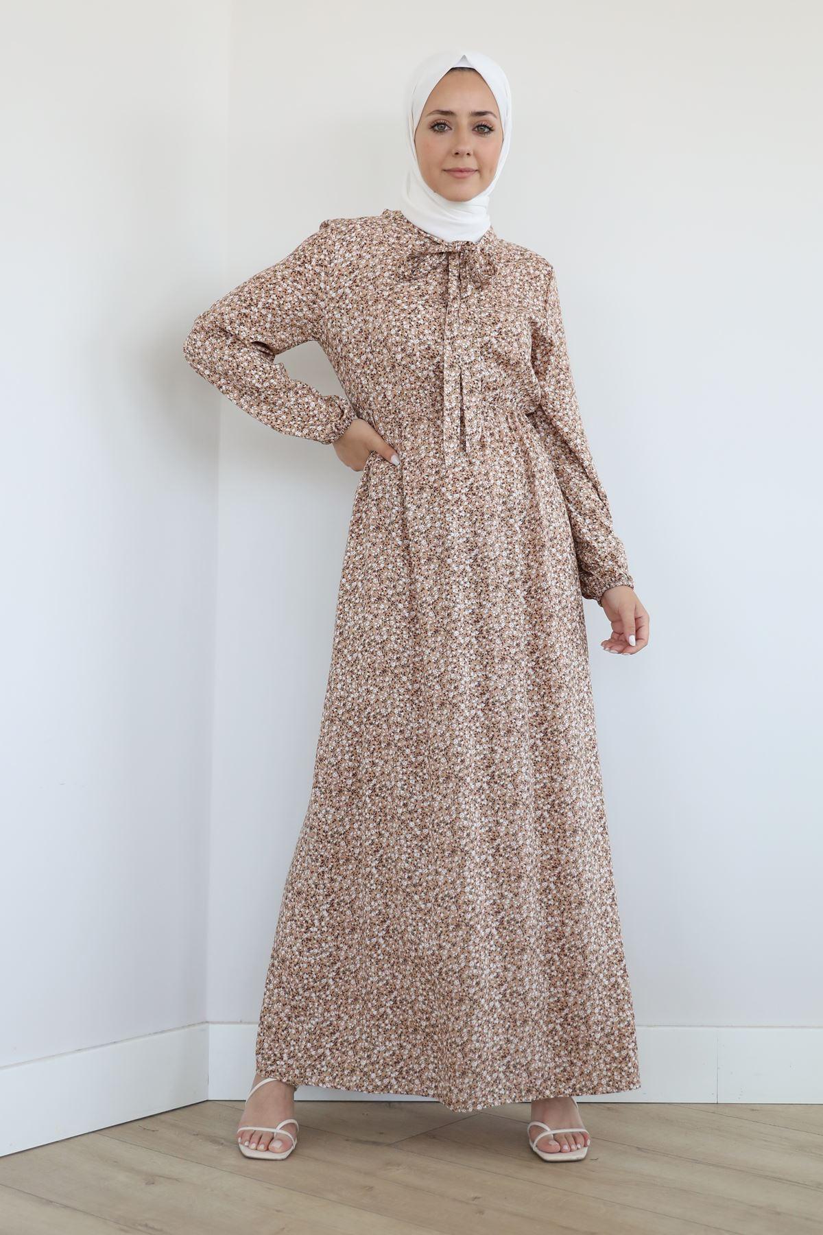Yaka Bağlama Detay Desenli Elbise-Bej