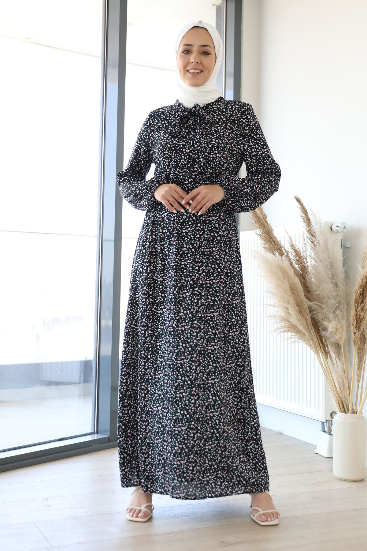 Yaka Bağlama Detay Desenli Elbise-Siyah